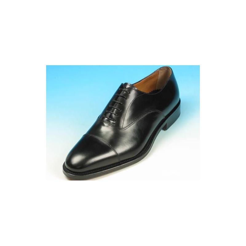 Herrenoxfordschuh mit Schnürsenkeln und Kappe aus schwarzem Leder - Verfügbare Größen:  51, 52