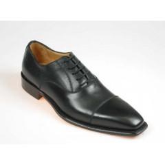 Herrenoxfordschuh mit Schnürsenkeln und Kappe aus schwarzem Leder - Verfügbare Größen:  40