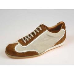 Scarpa sportiva stringata da uomo in camoscio color tabacco e beige - Misure disponibili: 40, 41