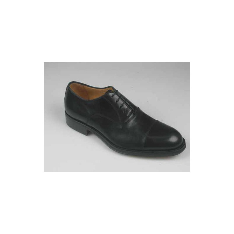 Herrenschuh mit Schnürsenkeln und Kappe aus schwarzem Leder - Verfügbare Größen:  51, 52