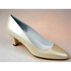 Woman's pump in pearled ivory leather heel 5 - Available sizes:  31, 46