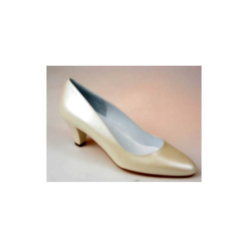 Escarpin pour femmes en cuir ivoire perlé talon 5 - Pointures disponibles:  31, 46