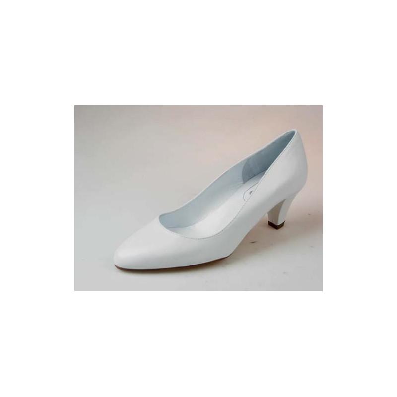 Zapato de salon en piel de color blanco tacon 1 - Tallas disponibles:  33