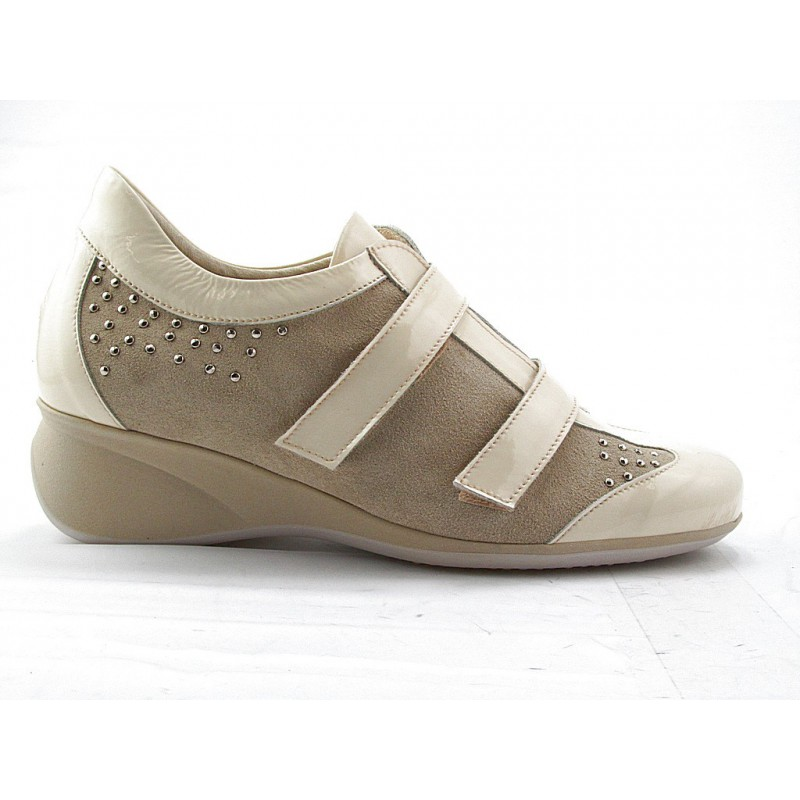 Sportshoe with velcrostrap in beige patent leather and suede - Available sizes: 42