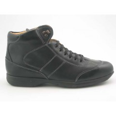 Anklehigh sportshoe for men with laces in black leather - Available sizes:  46