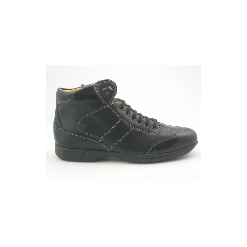 Anklehigh sportshoe with laces in black leather - Available sizes:  46