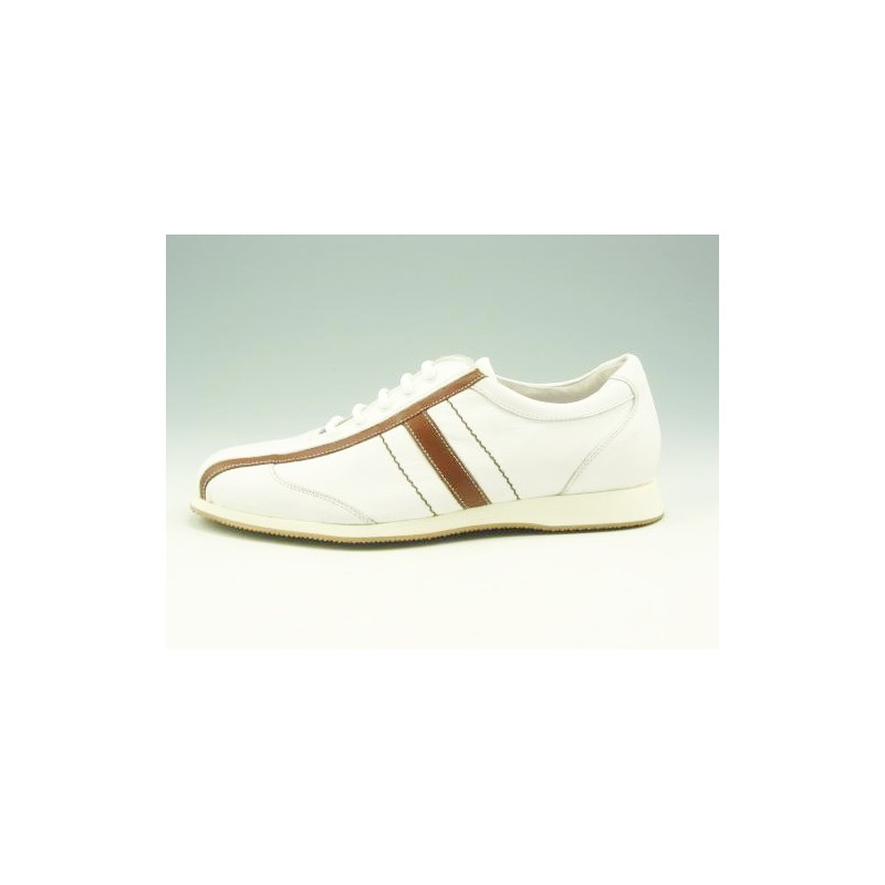 Sportshoe with laces in white leather - Available sizes:  36