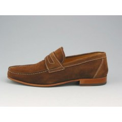 Mocassin in brown suede with light coloured seam - Available sizes:  40, 41, 43, 45, 52