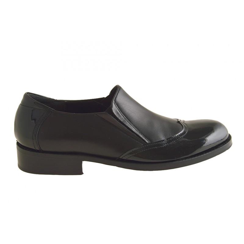 Zapato elegante con elasticos y punta de ala para hombres en charol y piel negra - Tallas disponibles:  48, 49, 50, 51