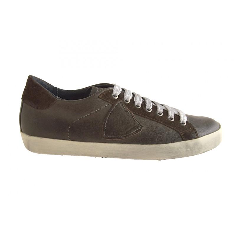 Chaussures fermées avec lacets en cuir taupe - Pointures disponibles:  38