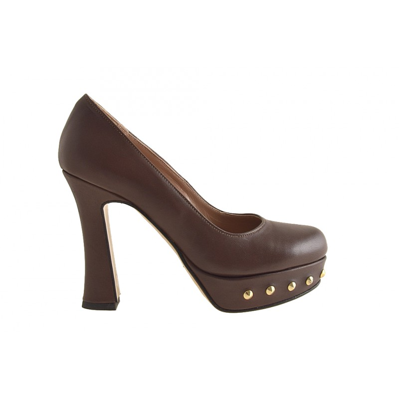 Pumps with platform in brown leather with studs - Available sizes:  31, 32, 42