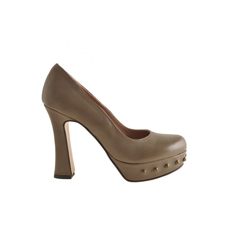 Pumps with platform in taupe leather with studs - Available sizes:  31, 42