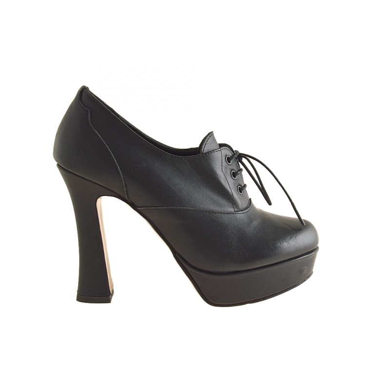 Closed shoe laces with platform in black leather - Available sizes:  42
