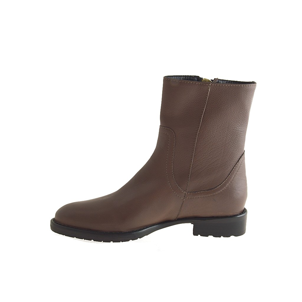 Women's Brown Ankle Boots. Showing 48 of results that match your query. Search Product Result. Product - New Dolce Vita Womens Brown Ankle Boots Size 8. Reduced Price. Product - Jack Rogers Bailee Women Round Toe Leather Brown Ankle Boot. Reduced Price. Product Image. Price .