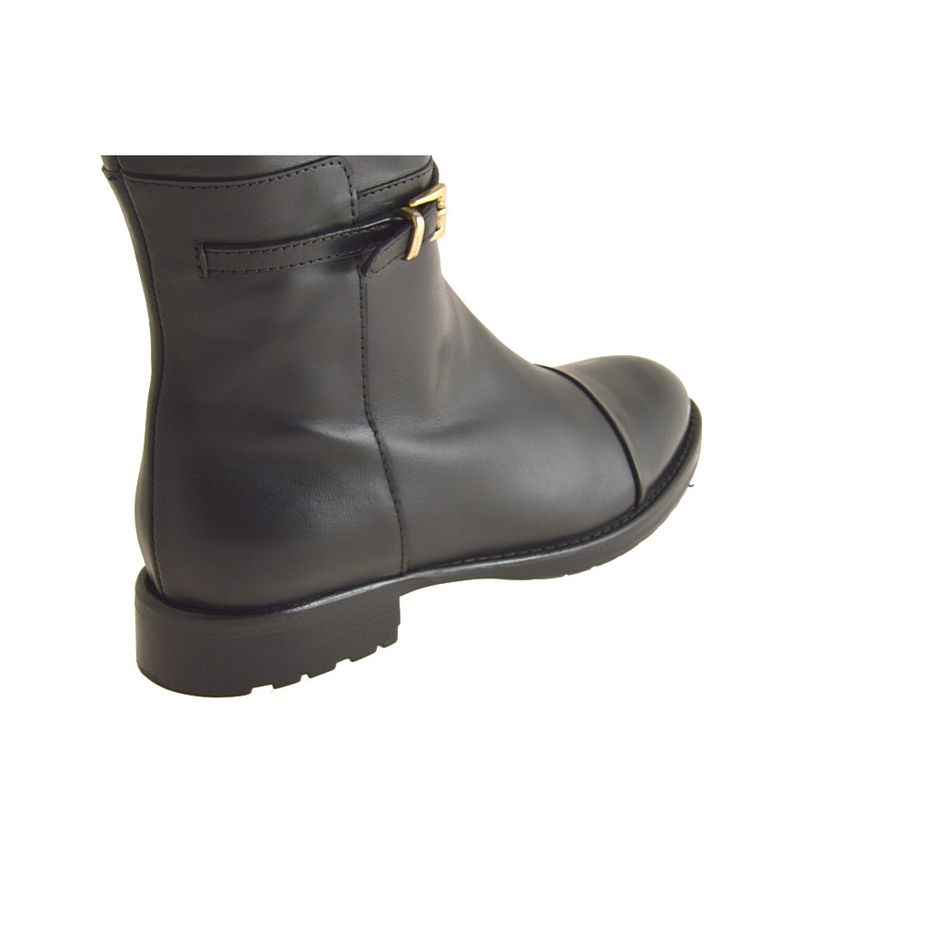 Small Or Large Boot With Zip In Black Leather Ghigocalzature