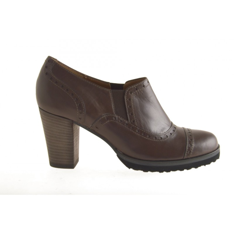Highfronted woman's shoe with elastic bands in brown leather heel 7 - Available sizes:  42