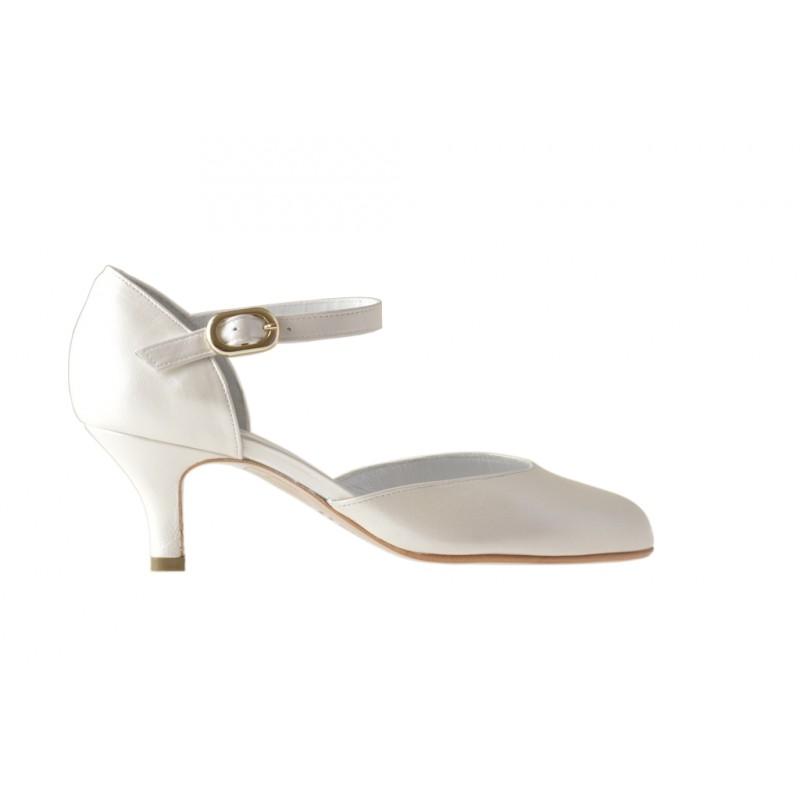 Chaussure ouvert avec courroie en cuir ivoire perlé talon 5 - Pointures disponibles:  32