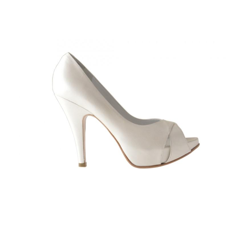 Decolte open toe con plataforma interna en piel perlada de color marfil - Tallas disponibles:  44, 45