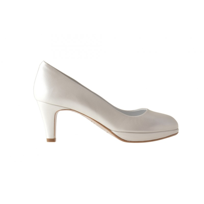 Zapato de salon con plataforma en piel de color marfil perlado tacon 6 - Tallas disponibles:  31, 46