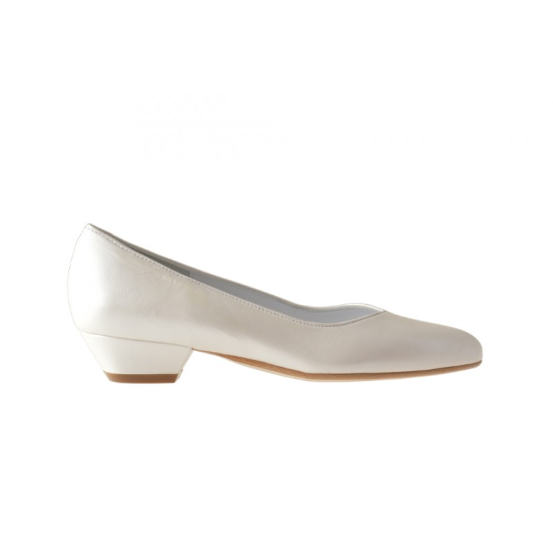 Pump in pearled ivory leather with heel 3 - Available sizes: 31, 32, 33