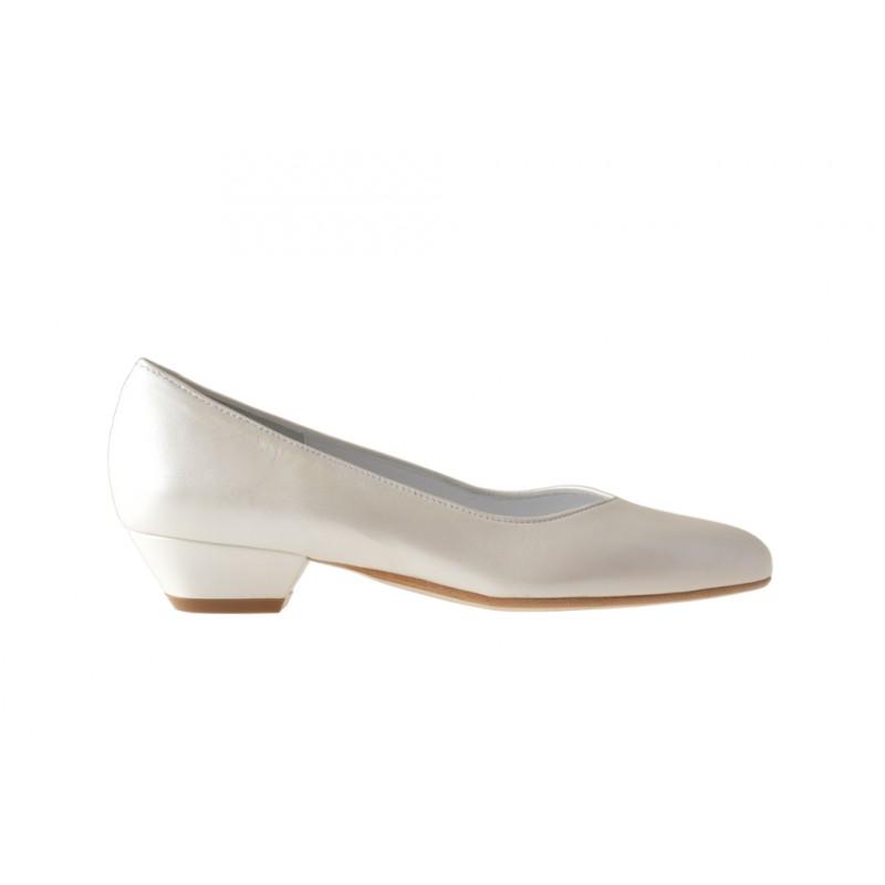 Zapato de salon en piel perlada de color marfil tacon 3 - Tallas disponibles:  31, 32, 33