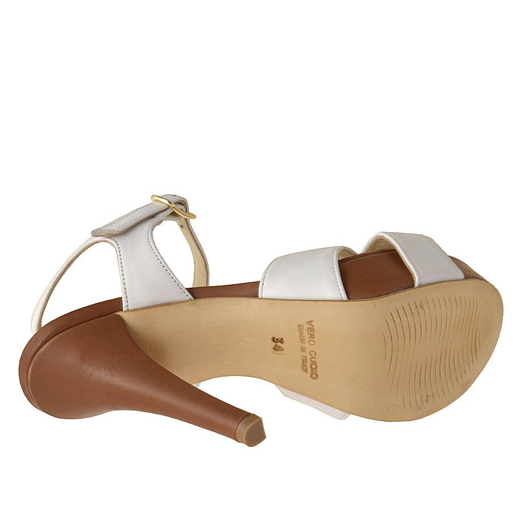plateforme sandale avec courroie la cheville en cuir blanc et marron clair ghigocalzature. Black Bedroom Furniture Sets. Home Design Ideas