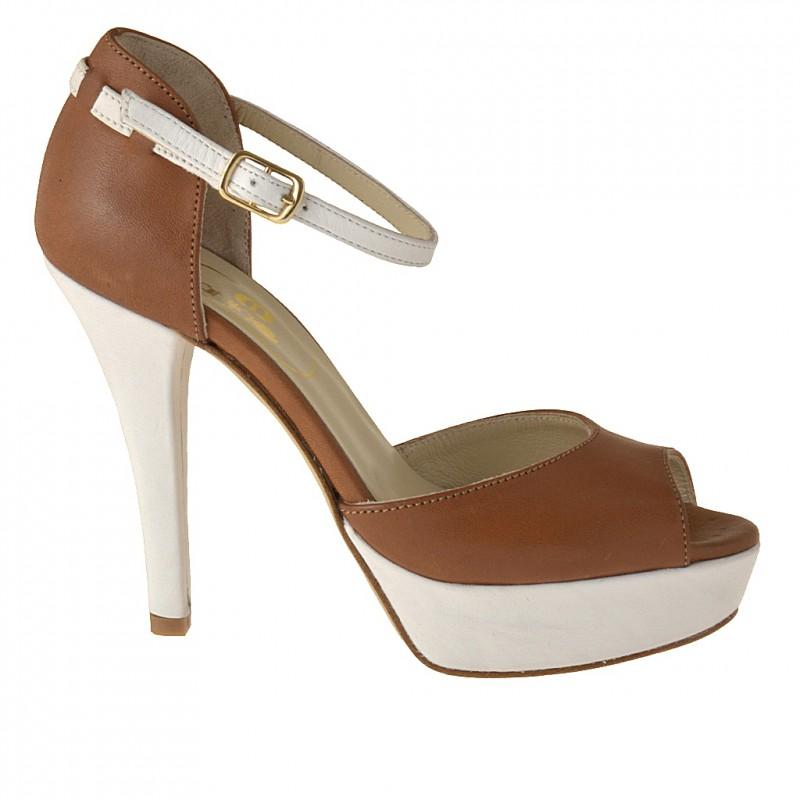 Zapato de slaon abierto de plataforma concinturon al tobillo en piel de color cuero y blanco - Tallas disponibles:  42