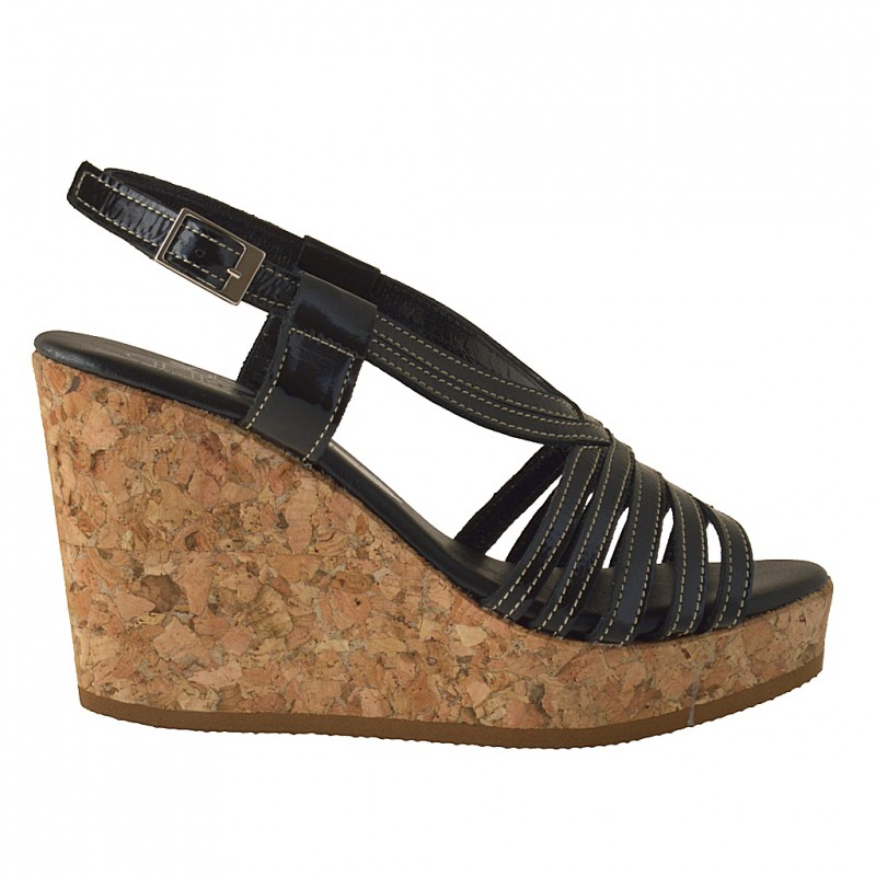 Cork wedge sandal in black patent leather - Available sizes: 42
