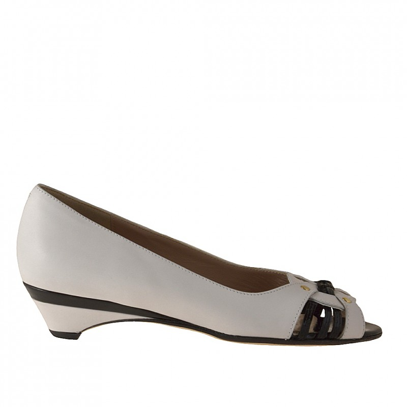 Open toe pump with studs in white leather and black patent leather heel 3 - Available sizes:  31