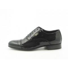 Scarpa stringata da uomo modello Oxford in vernice nera - Misure disponibili: 36