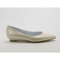 Pumps in metillized ivory leather - Available sizes:  31, 32, 33