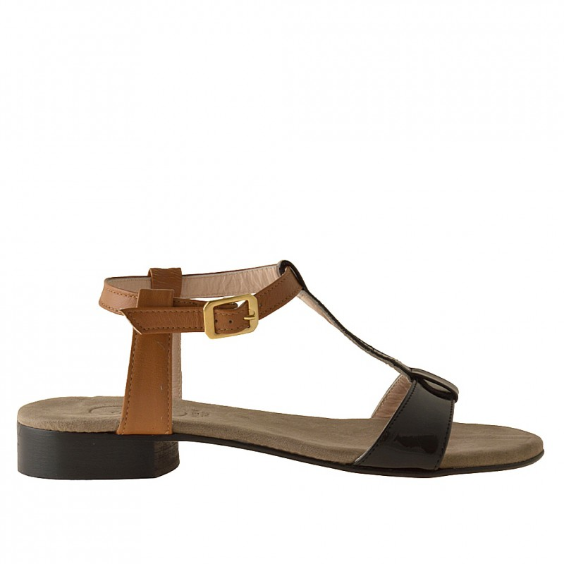 Sandal with strap in tan leather and black patent leather - Available sizes: 31
