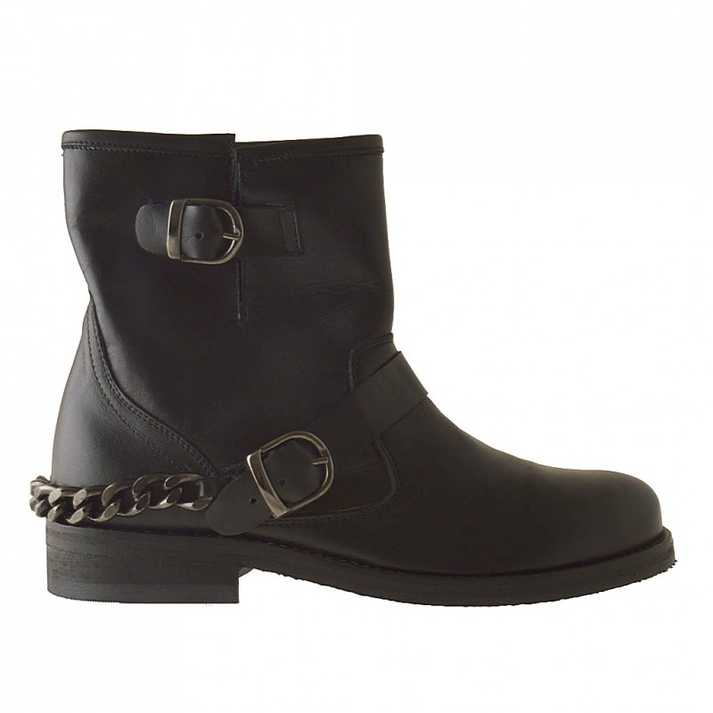 Woman ankle-boot with buckle and chain in black leather - Available sizes:  33