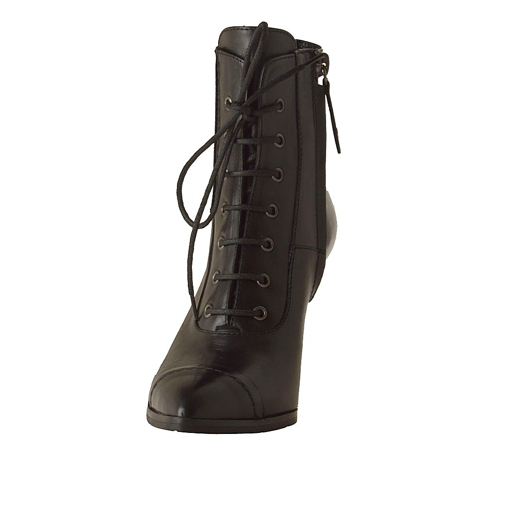 ankle boot with zipper laces and elastic in black