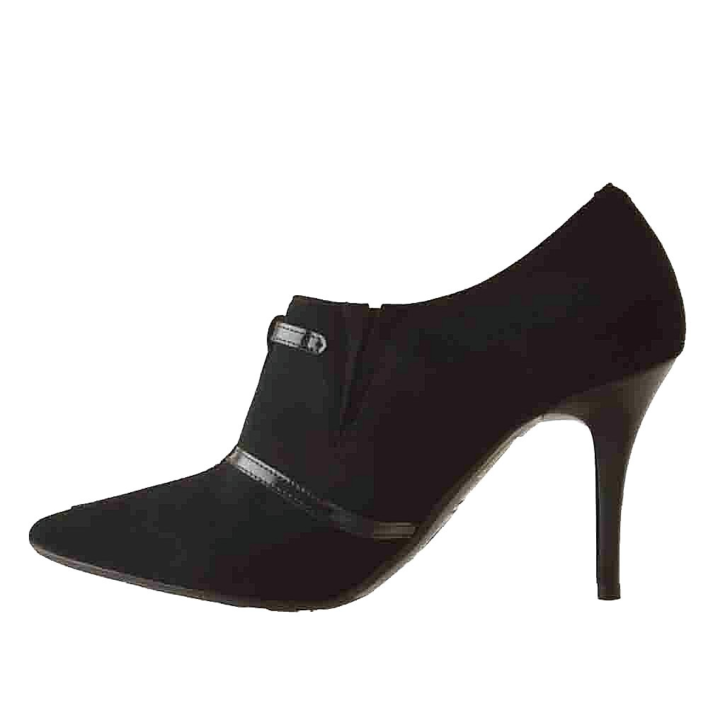 ankle high shoe with in black suede and