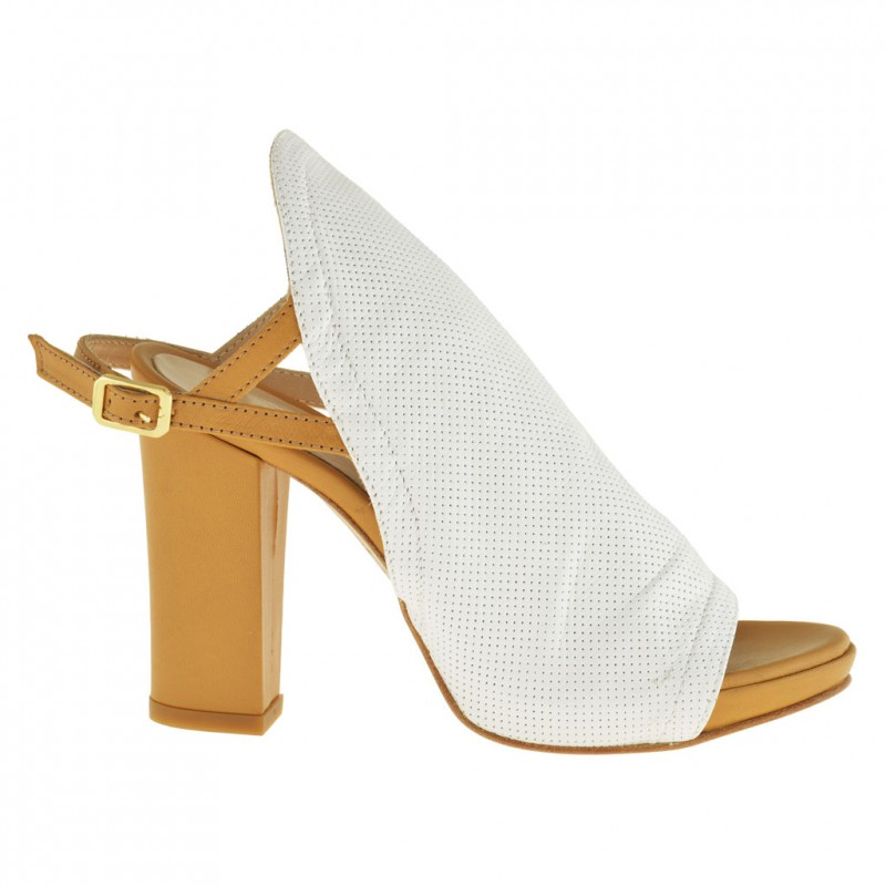 Femme cheville haut sandale avec courroie a la cheville et plateforme  en cuir percé blanc et cuir brun clair avec talon 9 - Pointures disponibles:  34