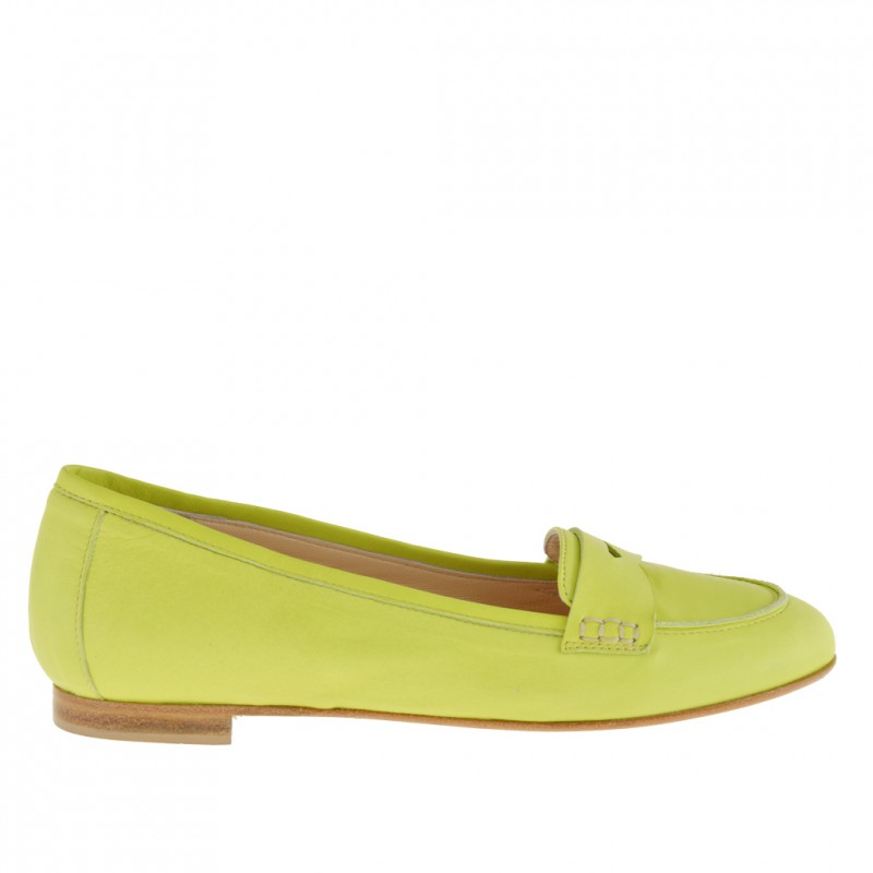 Woman mocassin shoe in acid green leather - Available sizes: 32