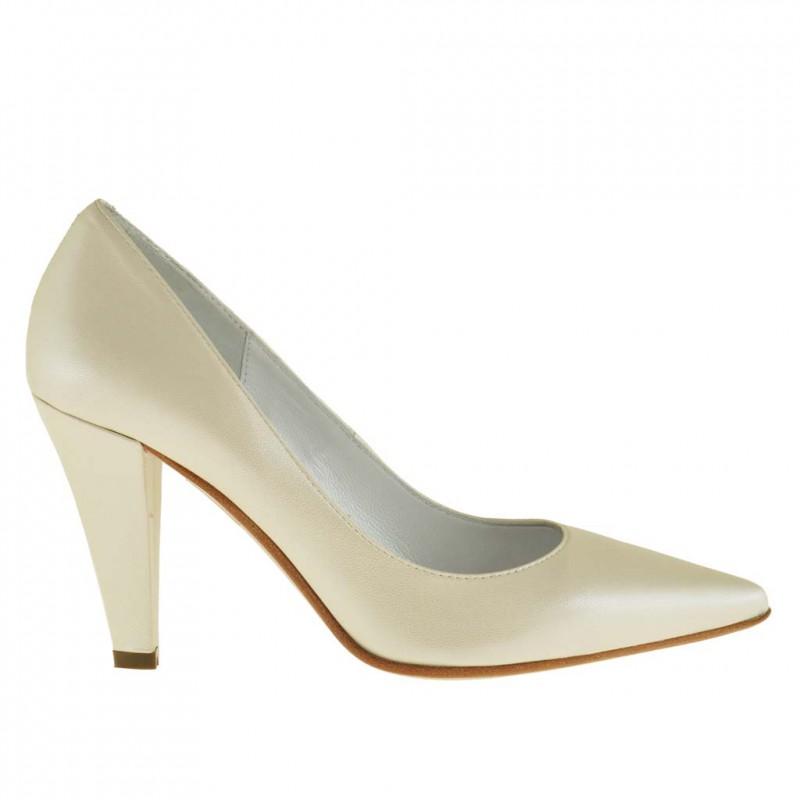 Zapato de salon para mujer en piel perlada de color marfil tacon 9 - Tallas disponibles:  31