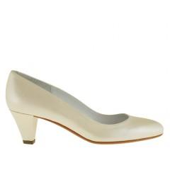 Zapato de salon para mujer en piel perlada de color marfil tacon 5 - Tallas disponibles:  32