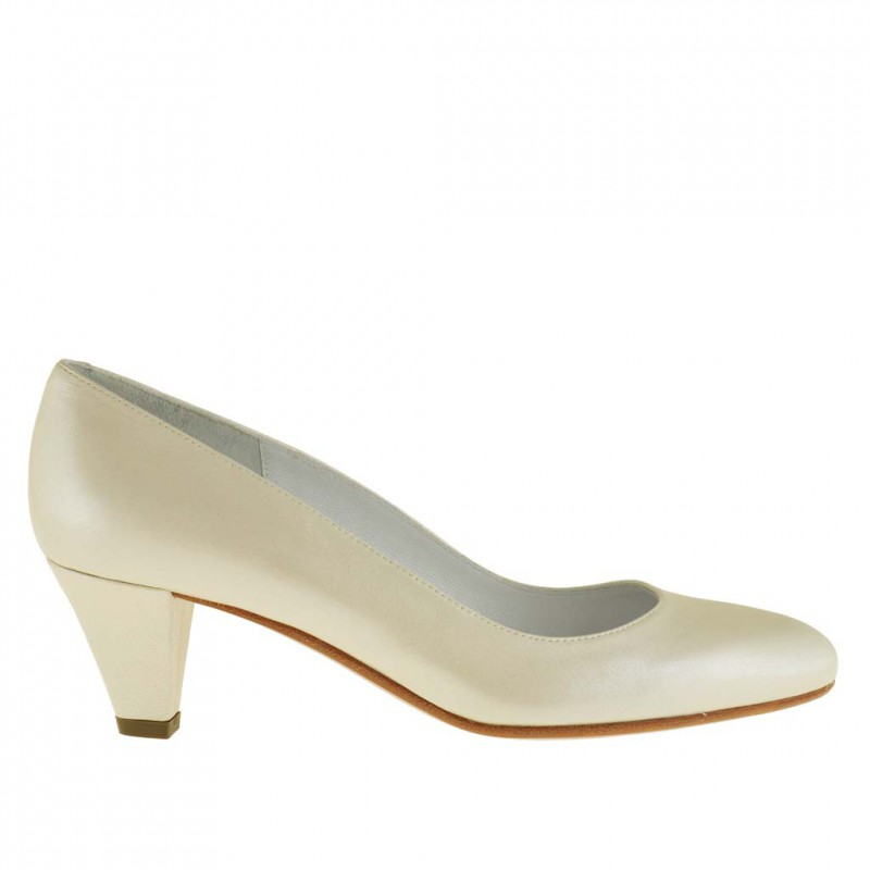 Woman pump in pearled ivory leather with heel 5 - Available sizes:  32