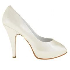 Scarpa da donna decoltè con plateau aperta in punta in pelle perlata colore avorio tacco 10 - Misure disponibili: 45, 46