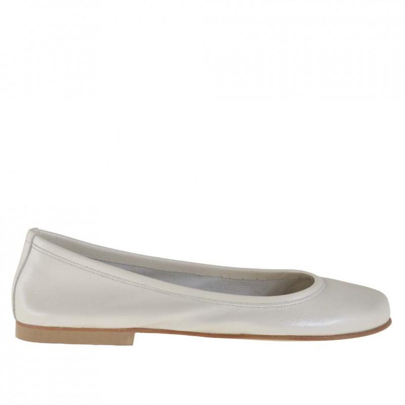 Ballerina en cuir ivoire perlé talon 1 - Pointures disponibles:  32