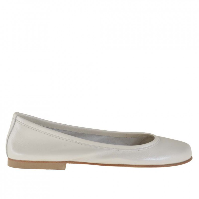 Woman ballerina shoe in ivory pearled leather - Available sizes:  32, 33