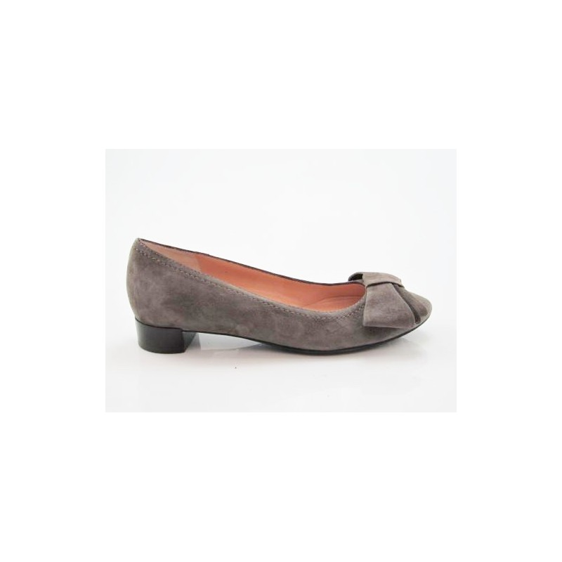 Courtshoe with ribbon in taupe suede - Available sizes:  32