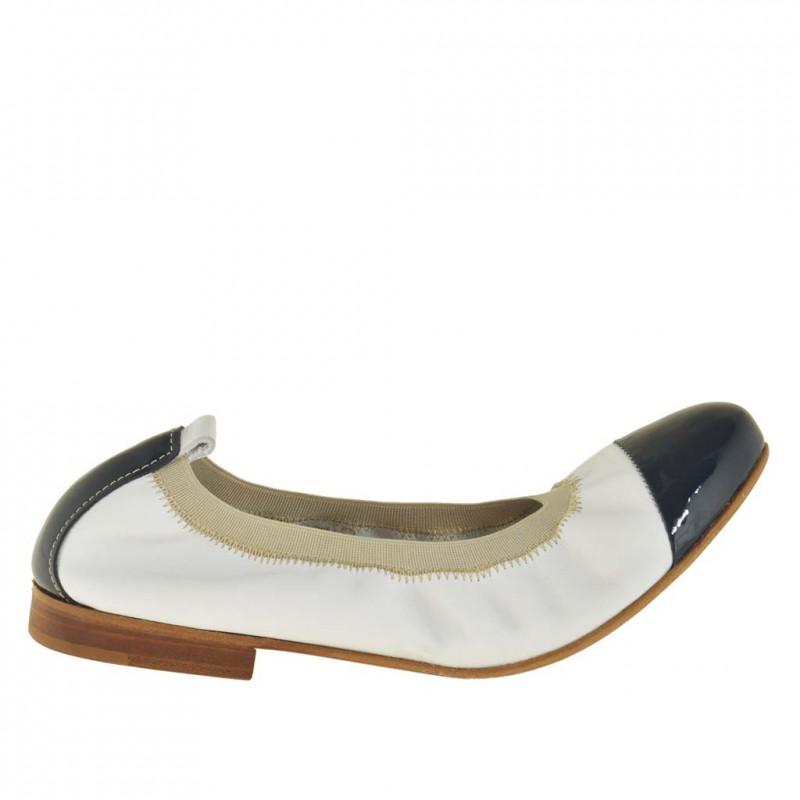 Femme ridé ballerina chaussureen cuir blanc et pointe en cuir verni bleu foncé - Pointures disponibles:  32