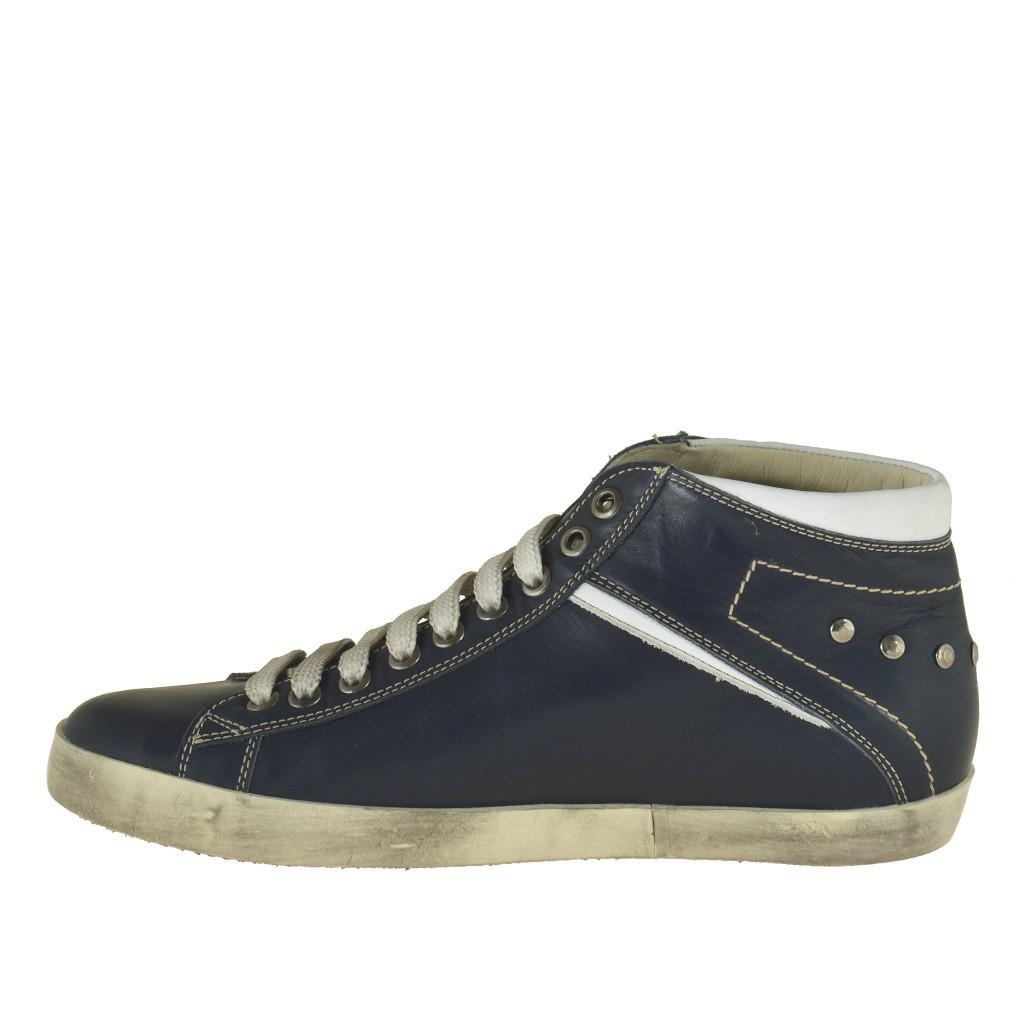 homme sportif talon haut chaussure avec lacets en cuir bleu fonc et garnitures en cuir blanc. Black Bedroom Furniture Sets. Home Design Ideas