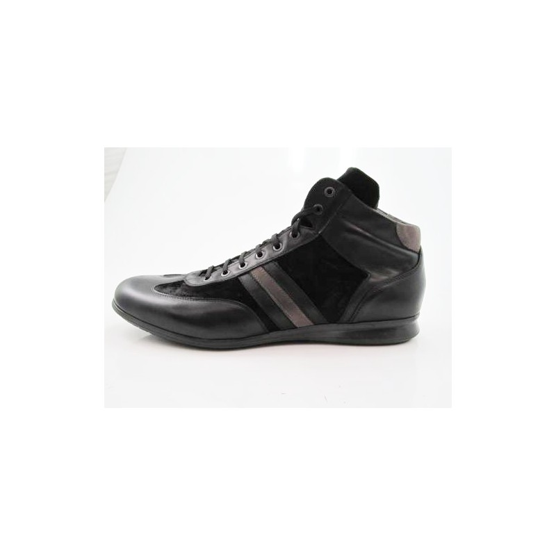 Anklehigh sportshoe with laces in black leather and sued - Available sizes:  47