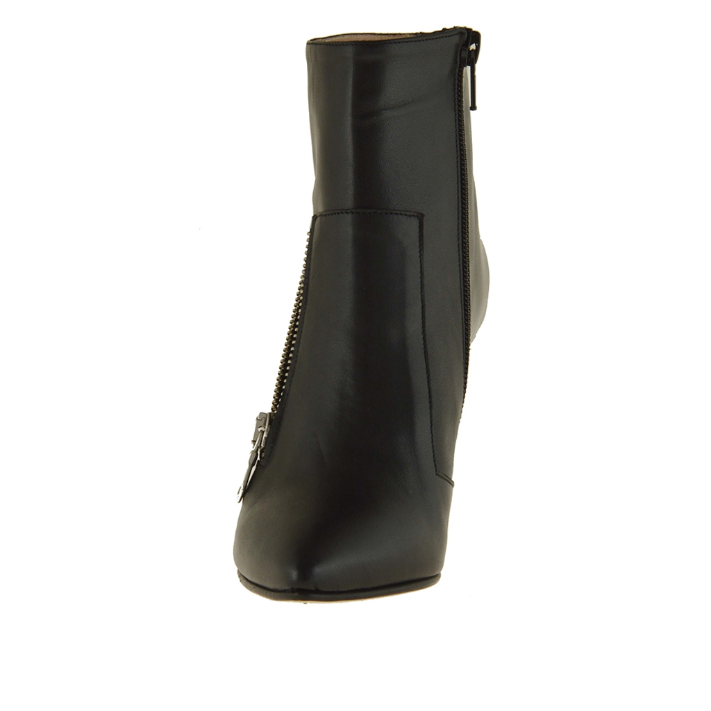 ankle boot in black leather with zipper and heel 9
