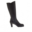 Woman comfortable boot with zipper in black leather