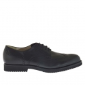 Elegant shoe with laces in black leather